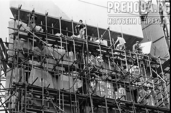 ШУМЕН-СТРОИТЕЛСТВО НА ПАМЕТНИКА 1300 ГОДИНИ БЪЛГАРИЯ