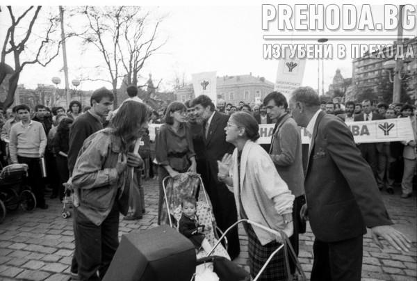 """София - """"Екогласност"""" - Първият демократичен митинг, по време на  който се внася в Народното събрание подписката срещу проектите Рила - Места"""