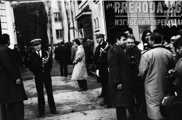 Прием за български дисиденти във френското посолство
