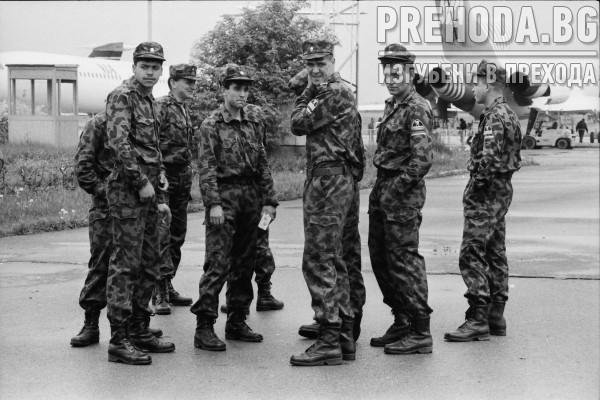 """Сини каски заминават за Камбоджа. Изложба на завод """"Арсенал"""""""