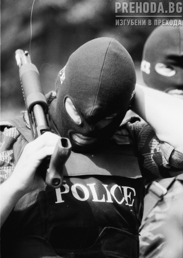 Червените качулки и МВР  - демонстрация