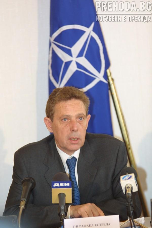 НС-НАТО-генерал Естрела се среща с депутати