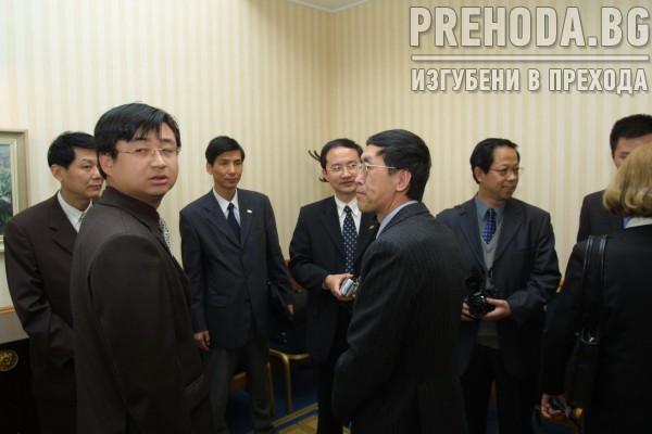 Министър Василев подписва с китайци за производство но телевизори