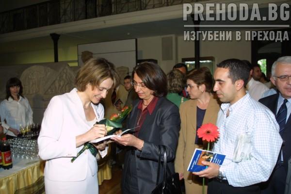 Надежда Михайлова представя книгата си