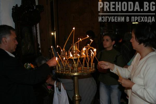 Изгонените свещеници от синода на Пимен-служба на открито 2004.8